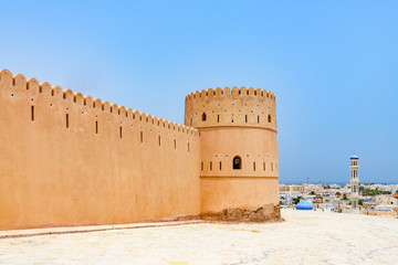 Foto auf Acrylglas Befestigung Sunaysilah Fort in Sur, Oman. It is located about 150 km southeast of the Omani capital Muscat.