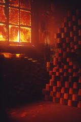 伝統工芸の輪島塗、原木から粗どりした荒型を、薪を焚き続けて燻煙し、2か月自然乾燥させる