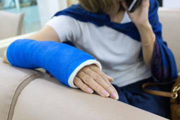 Arm of woman who have got wounded and wearing a splint