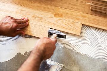 Obraz Using of hammer for parquet alignment - fototapety do salonu