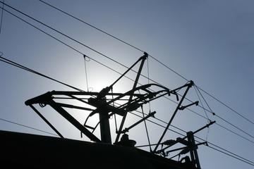 Silhouette eines Stromabnehmer einer Lok