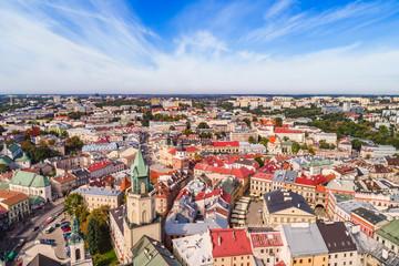 Lublin krajobraz starego miasta z lotu ptaka. Turystyczna część lublina - wieża Trynitarska, trybunał Koronny i brama Krakowska.
