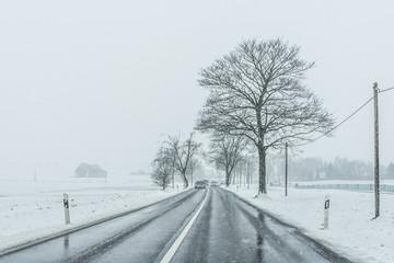Winter Landstraße Schneefall