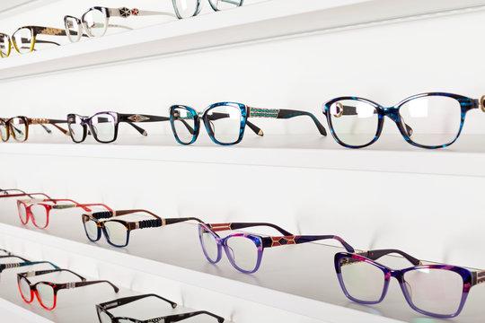 Corrective eye glasses