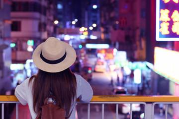 Photo sur Toile Hong-Kong Woman is looking at Mong Kok Night Market in Hong Kong.