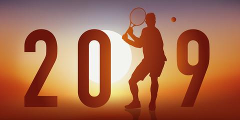 Carte de vœux 2019 sur le thème du tennis, avec un tennisman en pleine action, qui fait un revers