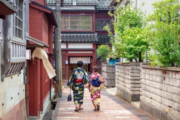 城下町金沢 路地を歩く和装カップル