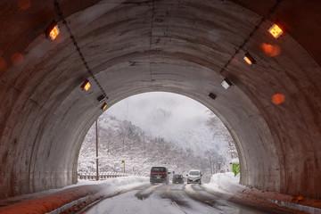 雪国のトンネル