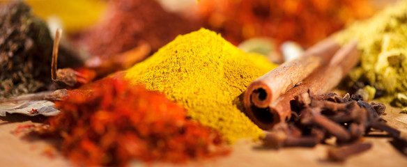 Zelfklevend Fotobehang Kruiden Spice. Various indian spices and herbs colorful background. Assortment of seasonings, condiments