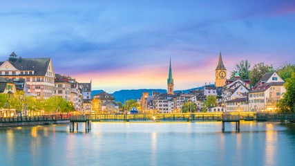 Fotomurales - Beautiful view of historic city center of Zurich at sunset