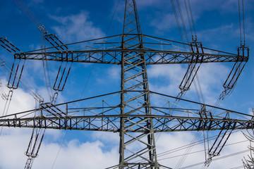Strommasten für den Stromtransport und Energiegewinnung