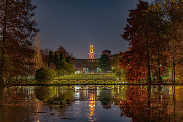 Spoed Fotobehang Milan Sforzesco Castle autumn colours