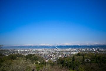 立山連峰と富山市内