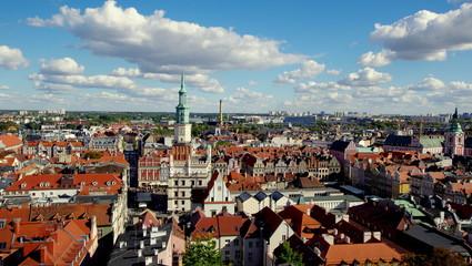 Piękna panorama starego Poznania, centrum miasta - widok na rynek i starówkę z wieży zamku...