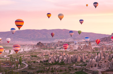 Poster Montgolfière / Dirigeable Colorful hot air balloons flying over rock landscape at Cappadocia Turkey