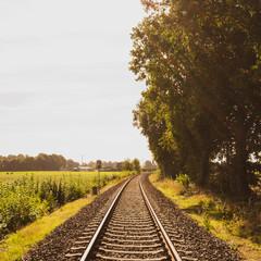 Fernweh: Bahnschiene in die Unendlichkeit
