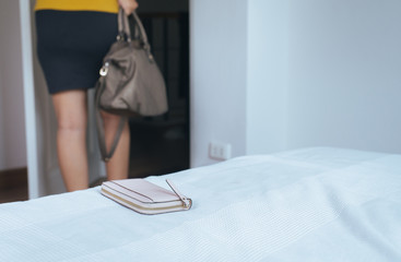 Woman forgot her wallet on bedroom while going to work