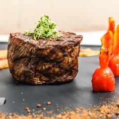 Photo Stands Bonsai fresh fried steak on a grill pan