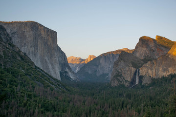 Keuken foto achterwand Grijze traf. The view that Ansel Adams made famous, Tunnel View is a must stop for any first time visit to Yosemite Valley. From this vista, once can see El Capitan, Half Dome, and Bridalveil Fall.