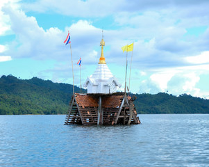 Underwater temple or drowning temple is the original temple Wat Vivika. Which became a tourist destination is considered Unseen Thailand because it is strange to have ruined the ruins.