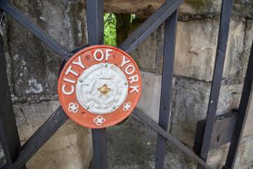 Tor zur Stadtmauer von York, England