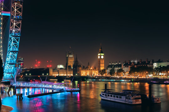 night view of Palace of Westminster