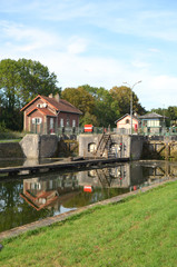 Fotobehang Kanaal canal de saint quentin