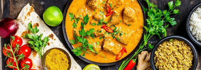 Tuinposter Eten Traditional curry and ingredients