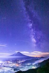 Photo sur cadre textile Bleu fonce 日本 風景 夜景 富士山 天の川 星景 夜空 夏 河口湖 雲海 青色 Mt.FUJI MilkyWay Japan Landscape