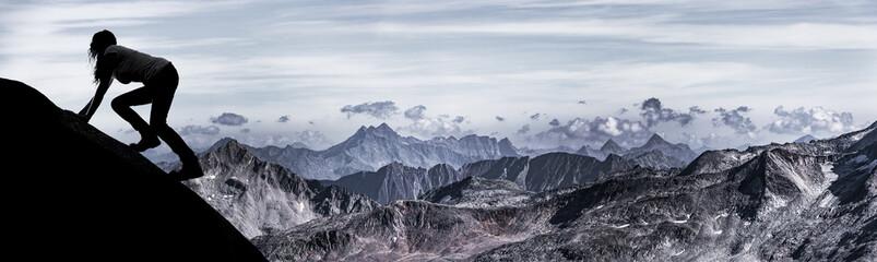 Keuken foto achterwand Alpinisme Frau beim Klettern