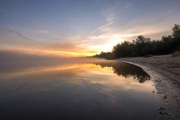 Teichufer zu Sonnenaufgang