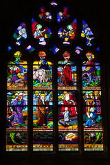 Un vitrail dans l'église de Locronan dans le Finistère (Bretagne)