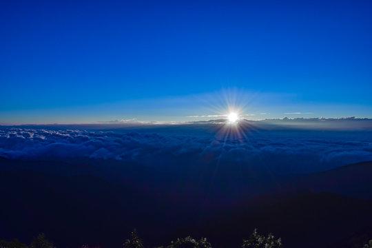 蝶ヶ岳から見る日の出