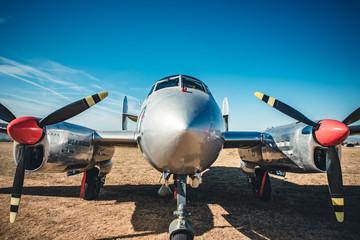 Avion ancien et Camp militaire vintage