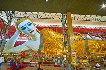 Foto op Plexiglas Asia land Giant Reclining Buddha, Chaukhtatgyi Temple, Yangon, Myanmar