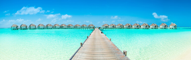 Photo sur Plexiglas Tropical plage Overwater bungalow in the Indian Ocean