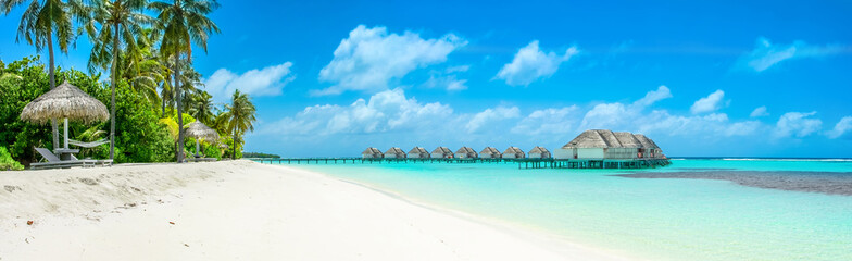 Photo sur Toile Tropical plage Overwater bungalow in the Indian Ocean