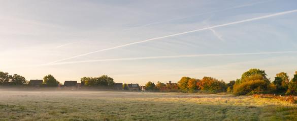 Morgendunst am Morgen im warmen Sonnenlicht. - Standort: Deutschland, Nordrhein - Westfalen, Borken