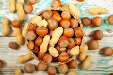 орехи разные свежий урожай лежит на столе