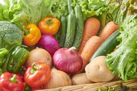 新鮮で美味しい生野菜の集合