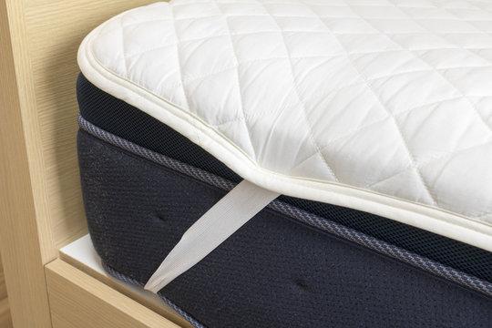 ベッドのマットレスと敷きパッド