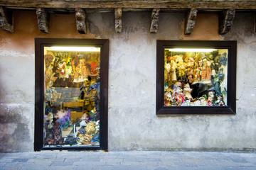 Venezia, maschere in vetrina.