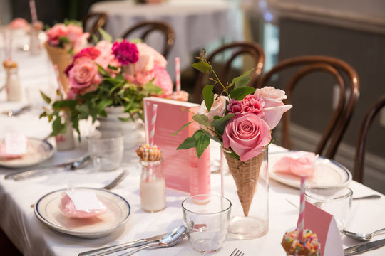Pink flower design on the served restaurant table for Sunday girly brunch party