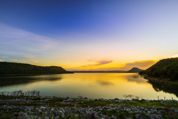 Photo sur Plexiglas Barrage landscape view of Lam Mun Bon dam in twilight at Nakhon Ratchasima, Thailand