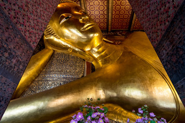 Reclined Golden Buddha statue in Wat Pho temple