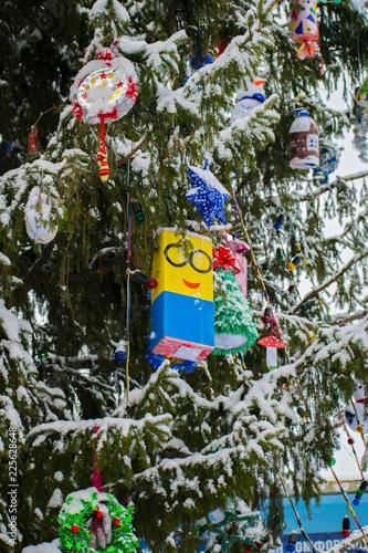 Christmas Tree Toys Handmade.Christmas Tree And Toys Christmas Tree Decorated With