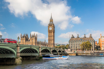 Fototapete - Big Ben and Houses of Parliament with boat in London, UK