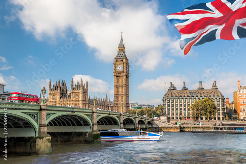 Wall mural Big Ben and Houses of Parliament with boat in London, UK