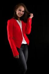 Junge Frau mit roter Jacke