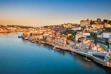 Skyline of Porto, Portugal at sunrise Fototapete